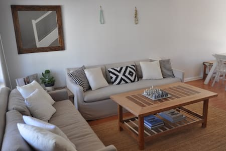 Bright, homely & convenient - Elanora - Radhus