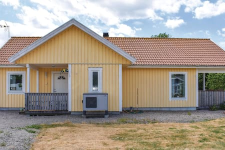 Holiday cottage with 5 bedrooms on 92m² in Färjestaden