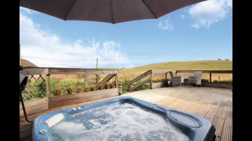 Hot Tub with views private room with bathroom gym - Falkirk