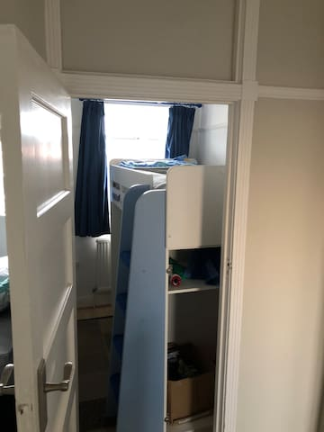 Small cheap room, near West Hill, Dartford