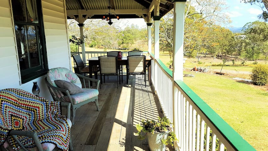 Historic and Peaceful Farmstay - Mount Archer