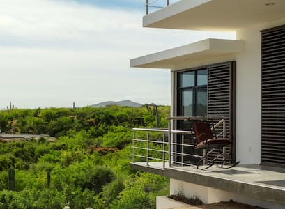 EcoFriendly Off The Grid, Main Villa, East Cape