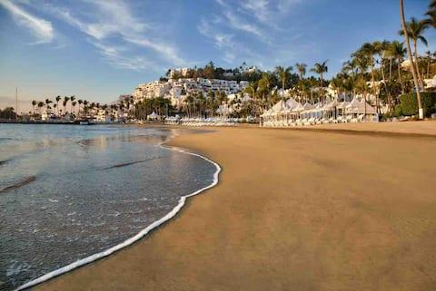 Condominio Las Hadas Luxury con vista al mar