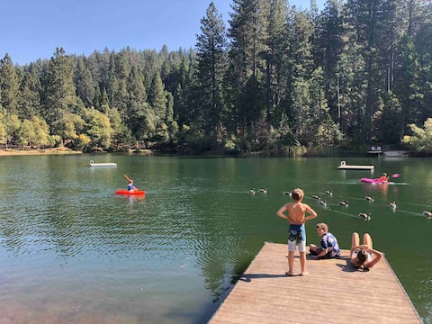 Luxury Chalet near Seasonal Pool and Swim Lakes