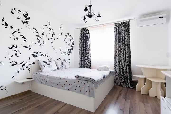 Art Suites Underpub one room - Odessa - Huis
