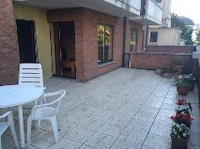 Private room with big terras, shower and parking - Gent - Byt