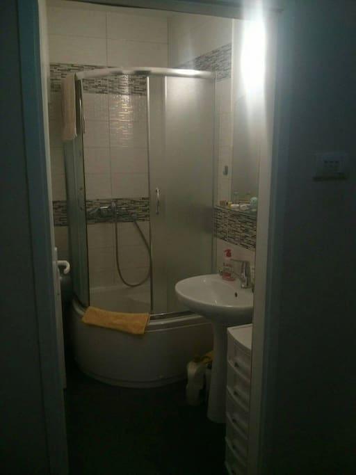 bathroom - always clean , has heating , hot water , shampoo , hairdryer , washing machine