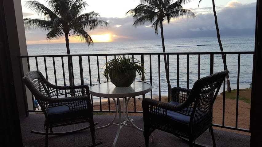 SOOTHING WAVES WITH A 180* OCEAN VIEW - Lahaina - Daire
