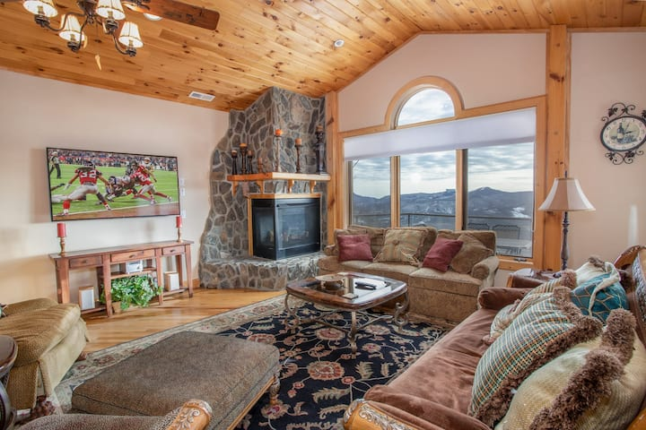 Upscale 5BR, Mtn Views, Hot Tub, King Suite, Den w/ Wet Bar & Game Tables