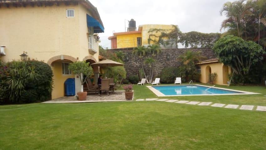 CASA ENTERA+BUNGALOW Cuernavaca Cuatro Estaciones