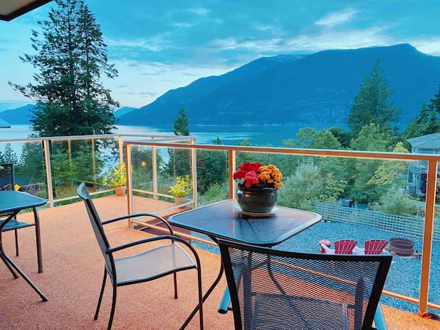 New bright beautiful home with breathtaking views