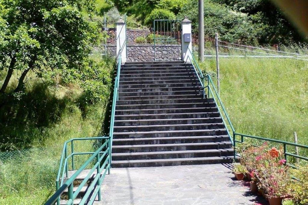 La scala di accesso dalla strada