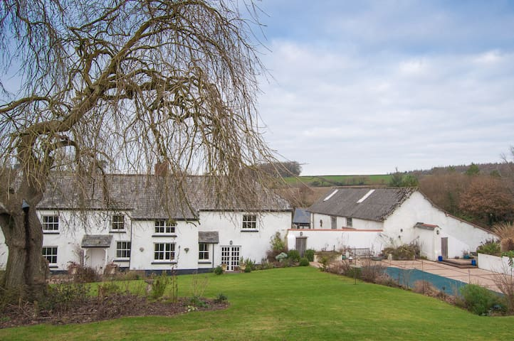 Lake Farmhouse - 2 bedrooms - Sheepwash