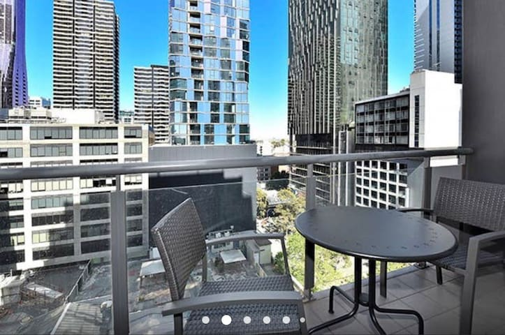 Perfect Melbourne CBD Location with Free Parking