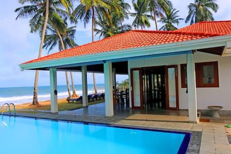 """Hikkaduwa Ocean Front  """"The Palms Villa"""" - Hikkaduwa"""