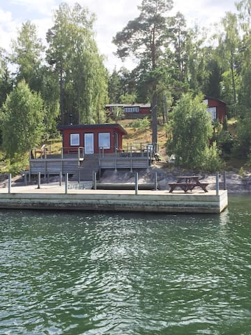 Amazing Sea cottage with private dock and sauna - Vaxholm - Stuga