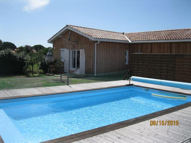 Chalet luxe, 2 chambres, piscine - Talais - Chalé