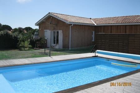 Chalet luxe, 2 chambres, piscine - Talais