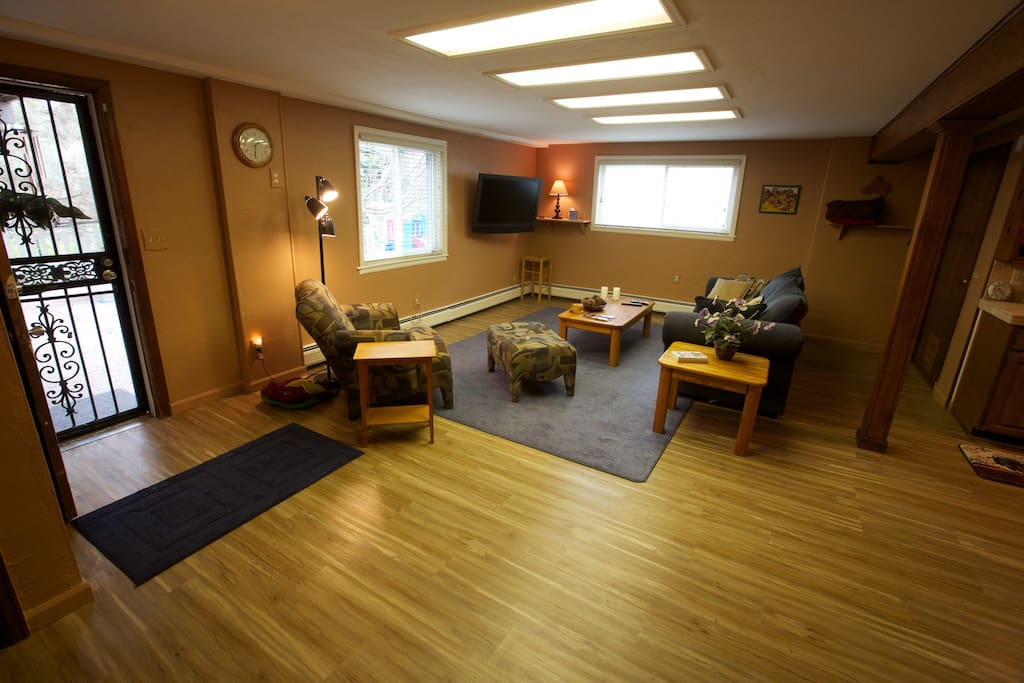 "Private entrance to the apartment.  Flatscreen 42"" TV w/DirecTV and Netflix included."