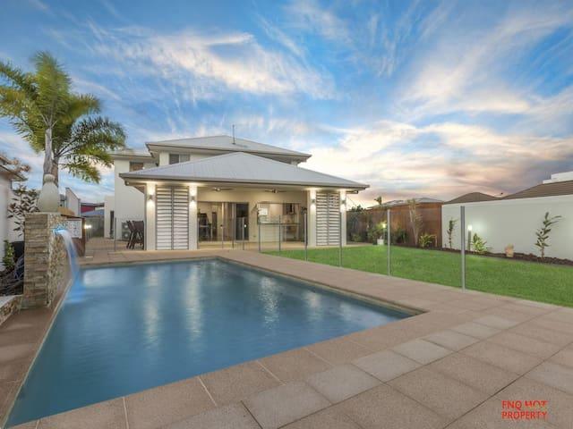 Luxury Home with pontoon Trinity Beach Cairns