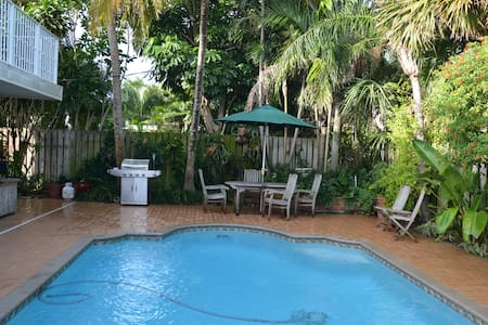 Villa Bougainvilla your beach town getaway! - Lauderdale-by-the-Sea