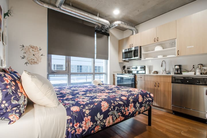 South lake  union studio with every comfort