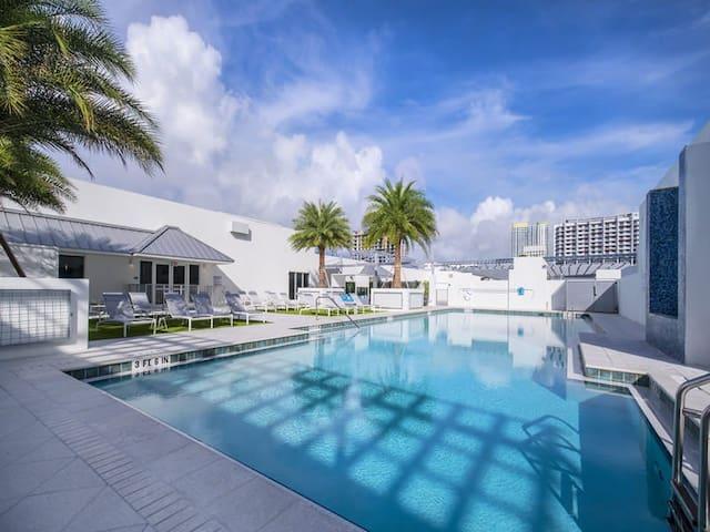 ENTIRE hip fancy central apartment!I'm in Miami,B! - Miami - Apartmen