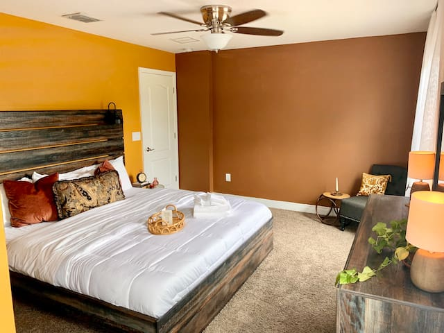 Luxury Room w/ King Bed & Bath 10 mi. from Disney