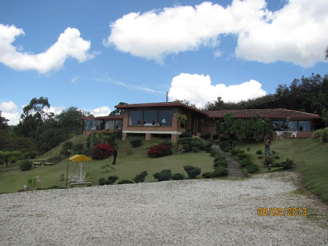 Casa Campestre Abadengo, excelente ubicación! - Rionegro - Hus