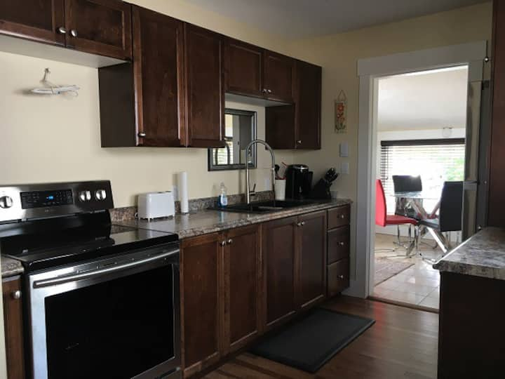 (24) Moncton - 4 bedrooms house close to Hospital