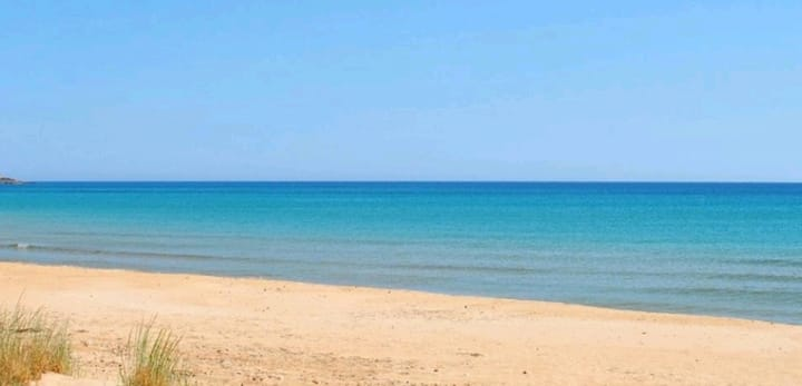 """Casa Alex a 50mt dalla spiaggia di """"carratois"""""""