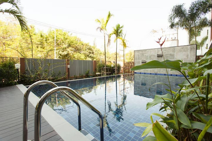 Close to Night Market and Old City (Pool/gym) - Chiang Mai - Flat