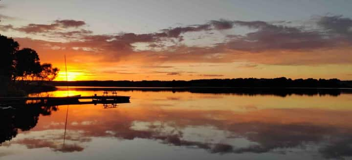 Hytte med egen badebro og båd i Sjælsø