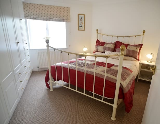 Town centre, 1 bedroom + parking - Bury St Edmunds - Leilighet