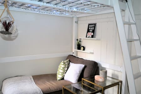 Quirky Loft Room in Annandale - Annandale
