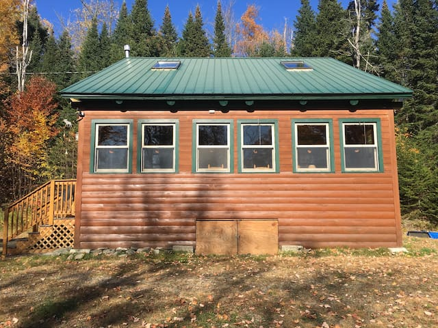 QUAINT LOG CABIN ON THE ATV AND SNOWMOBILE TRAIL