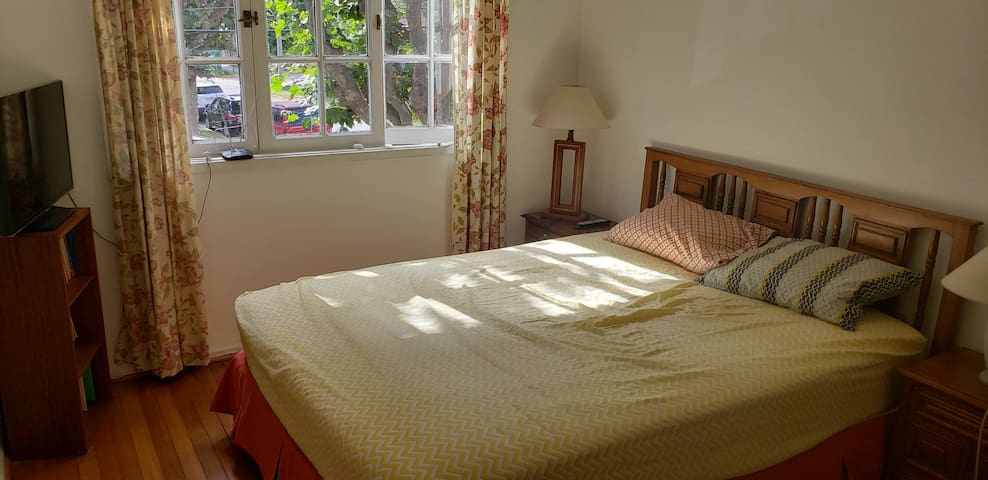 Light and Airy Rooms in Lovely Private Home