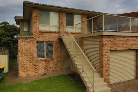 Illawarra Shores - 3 bed, 2 bath - Lake Illawarra - Ev