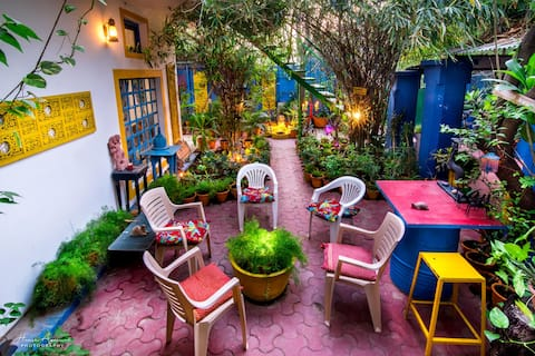 Live near Taj Mahal in a Leafy Green Home Stay.