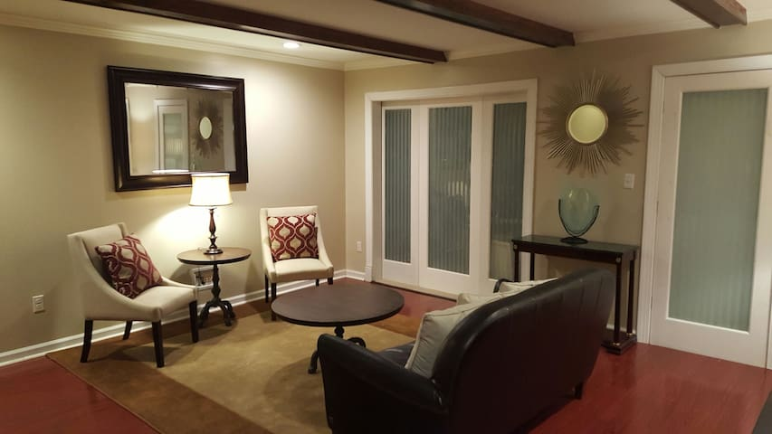 Clean Comfortable Montgomery East - Montgomery - House