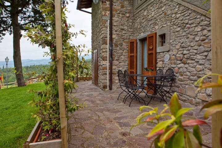 Apartment for 4 guests in farmhouse near Arezzo