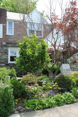 Long Term Stay in a Charming Townhouse - Upper Darby - Casa