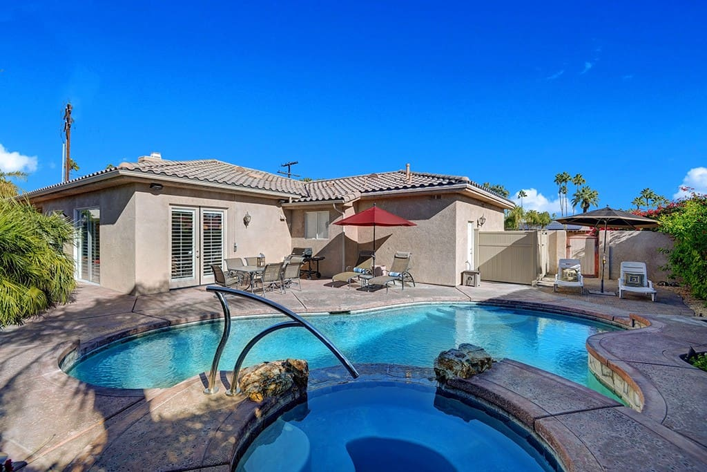 OVER SPA - THE LURING HOUSE - PALM SPRINGS VACATION RENTAL POOL HOME