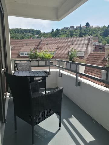 **Zentral in Stuttgart- Apartment mit Balkon**