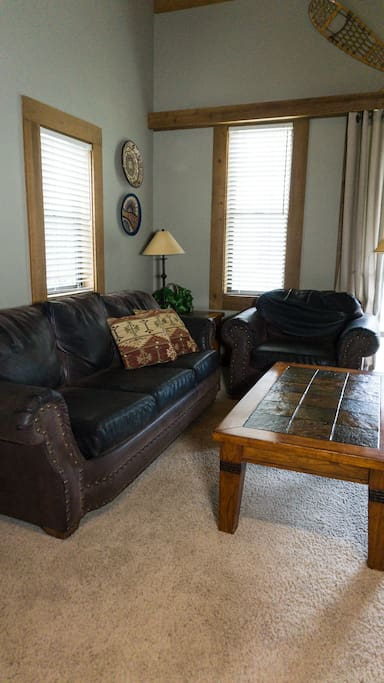 Couch,Furniture,Chair,Coffee Table,Table