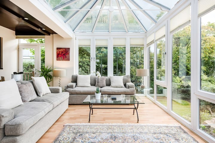 Charming Island Retreat with Stunning Conservatory