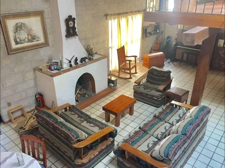 Habitación con baño privado zona Jurica Juriquilla
