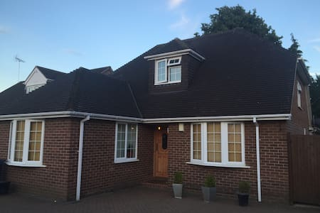 Luxury House 400m from town centre - Marlow