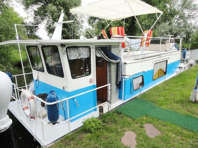 Unterkunft auf dem Boot am Steg, Aqua Camp - Rathenow - Tekne