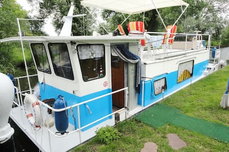 Unterkunft auf dem Boot am Steg, Aqua Camp - Rathenow
